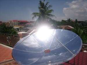 Solar concentrator creating high temperatures
